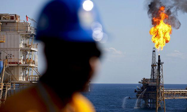 El petróleo baja tras incremento de producción libia