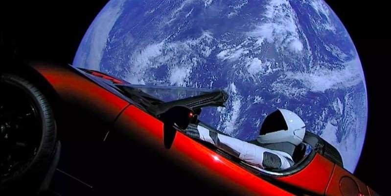 Starman de SpaceX por fin llegó a Marte con el Tesla rojo de Elon Musk