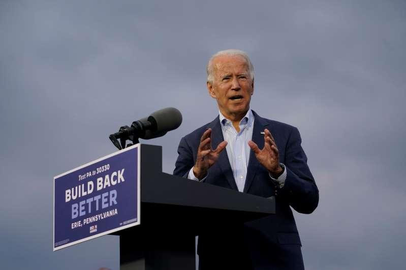 """Detenido un adolescente que planeaba """"ejecutar"""" a Biden y tenía una camioneta repleta de armas"""