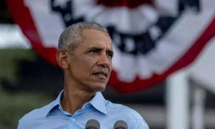Obama critica la respuesta de Trump a la pandemia en su segundo mitin por Biden en Florida