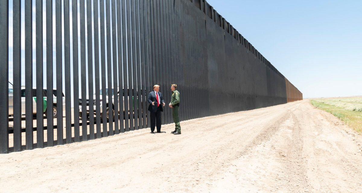 Completan la construcción de 400 millas de muro fronterizo