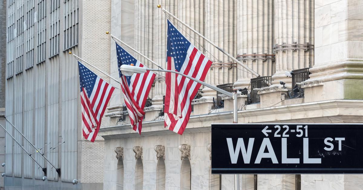 Alza de casos de coronavirus golpea a Wall Street