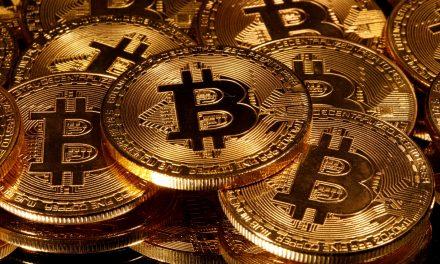 Bitcoin sube, Coinbase baja: las constantes interrupciones del criptoexchange causan indignación entre los traders