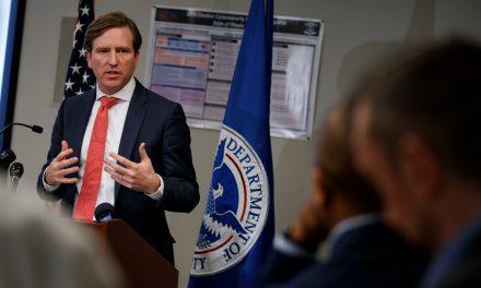 Trump despide al supervisor electoral que rechazó la versión del fraude