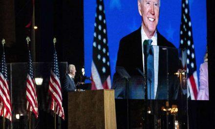 """La campaña de Biden acusa a Trump de intentar """"invalidar"""" votos en EE.UU."""