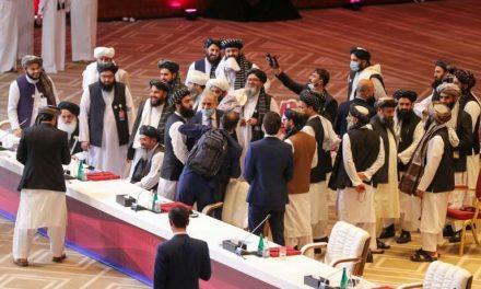 Talibanes advierten a Biden que debe respetar el acuerdo de retirada de tropas