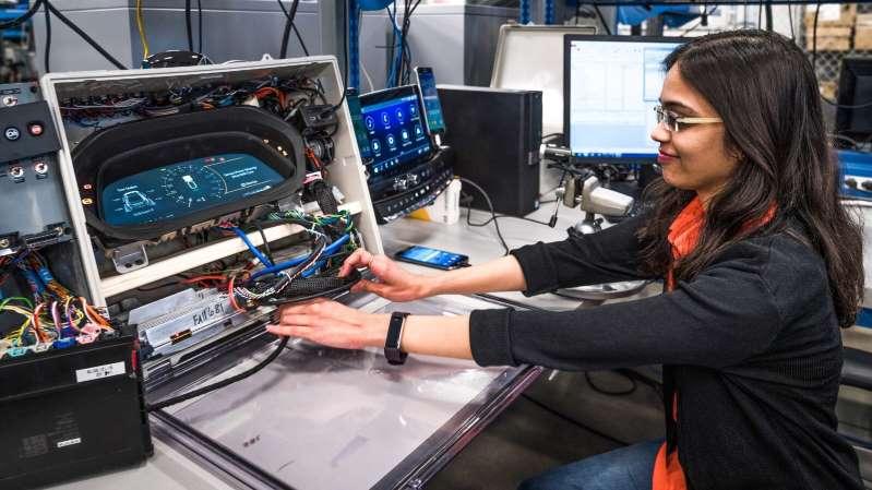 GM contratará 3,000 ingenieros y técnicos
