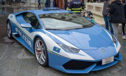 La Policía italiana traslada un riñón en un Lamborghini Huracán