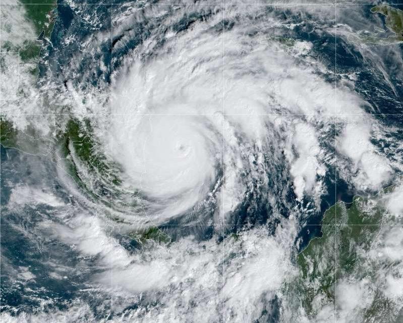 Devastadores vientos del #huracánIota ya se sienten en #Nicaragua