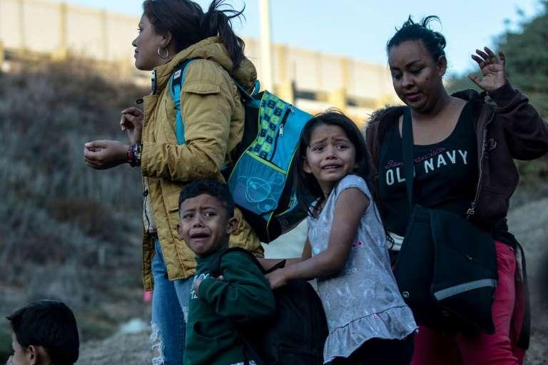 Un juez de EEUU bloquea expulsiones de inmigrantes menores no acompañados en frontera