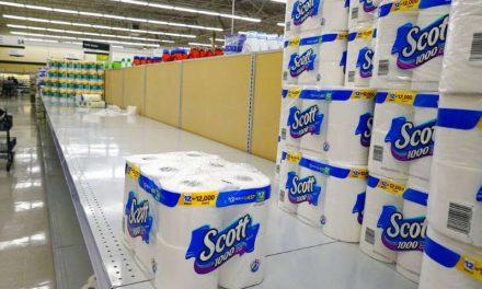 Nueva ola de casos de COVID-19 en Estados Unidos ocasiona escasez de papel higiénico y otros productos