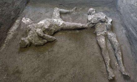 Desentierran los cuerpos de dos hombres sepultados bajo las cenizas de Pompeya hace casi 2,000 años