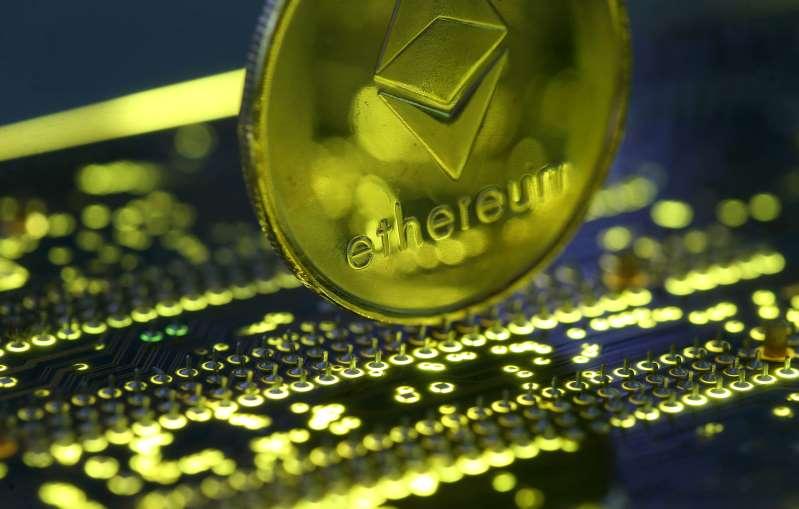 Las monedas digitales más pequeñas suben mientras Bitcoin se acerca a récord máximo