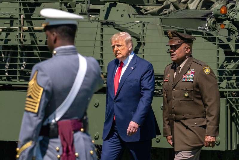 Trump amenaza con bloquear la financiación del Pentágono
