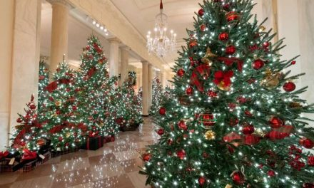 Melania Trump presenta la decoración navideña de la Casa Blanca