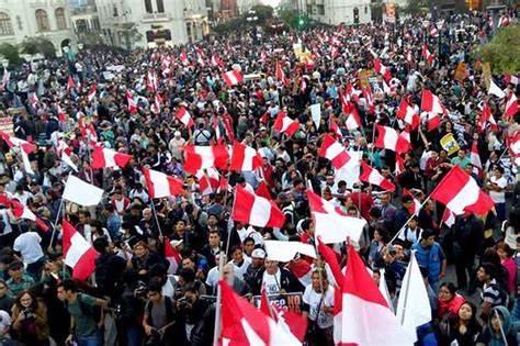 Miles de peruanos rechazan en las calles a su nuevo presidente