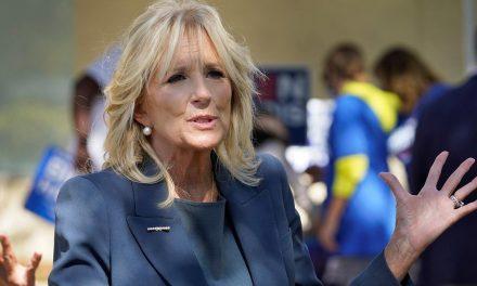 Dos latinos serán los colaboradores cercanos de Jill Biden