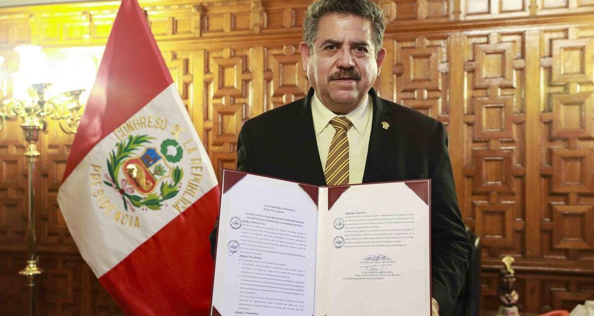 Manuel Merino jura como mandatario de Perú