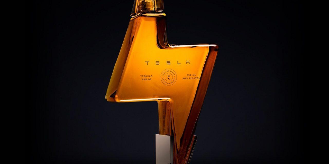 Elon Musk lanza el Tesla Tequila, a base de ágaves sostenibles, y se agota