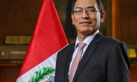 Destituyen a Martín Vizcarra Presidente de Perú