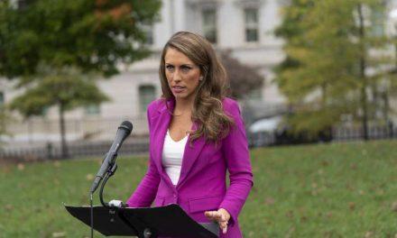 Renuncia la directora de comunicación de la Casa Blanca de Donald Trump