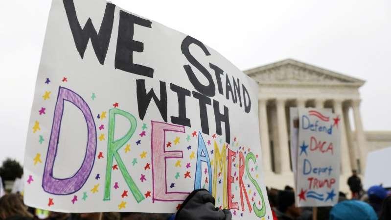 Dreamers celebran el fallo que ordena restablecer el programa DACA en su totalidad