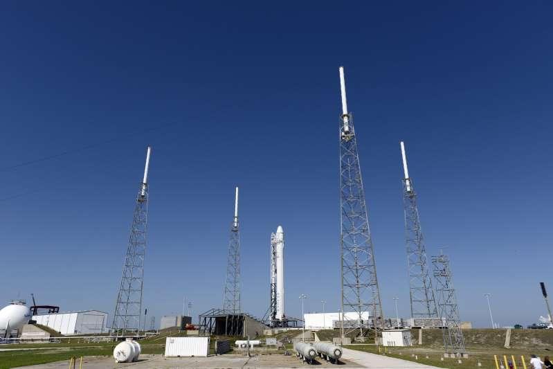 La nueva cápsula de carga de SpaceX viaja ya por el espacio hacia la EEI