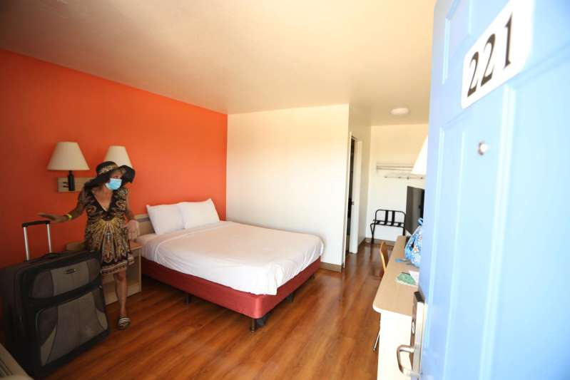 Debido a la pandemia, algunos estados de la Unión Americana compran hoteles para las personas sin hogar
