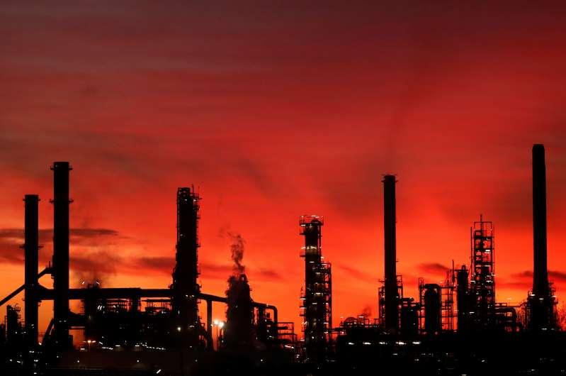 Barril de petróleo se dispara y supera los 50 dólares por barril por optimismo sobre vacunas