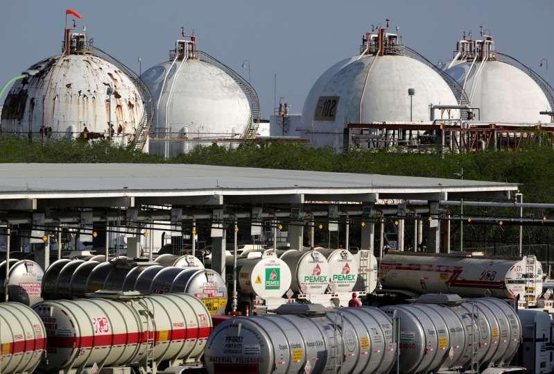 Refinería de Pemex en Cadereyta, Nuevo León, opera normalmente tras reporte explosiones