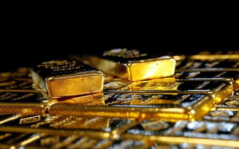 El Oro baja por ligero avance del dólar y demora en estímulos EEUU
