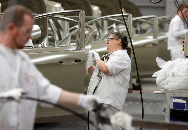 Producción manufacturera de Estados Unidos supera expectativas en noviembre
