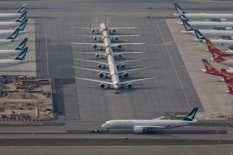 Hong Kong suspende vuelos con Reino Unido por la nueva variante del coronavirus