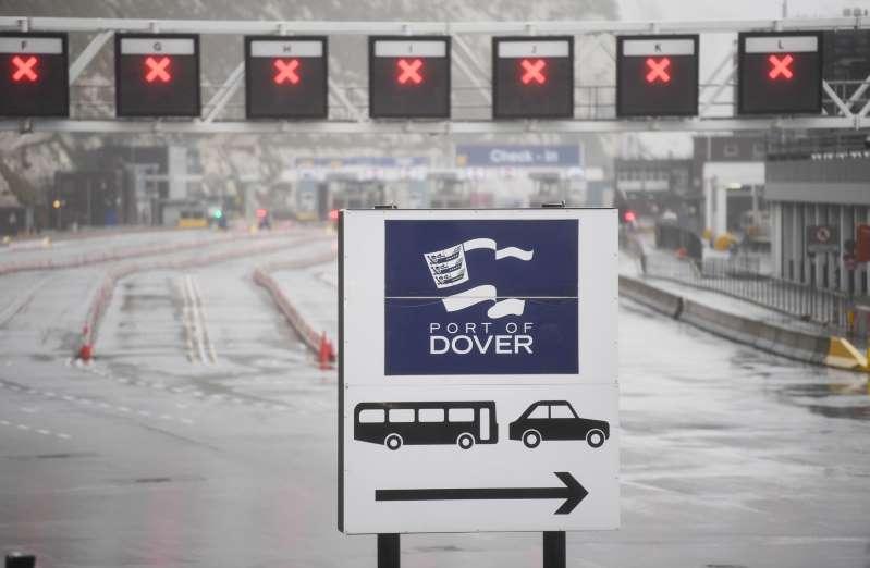 La mayor parte de Europa suspende vuelos con Londres, pero Schengen no cierra