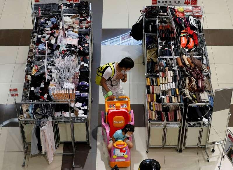Japón empeora su visión del consumo y avisa que la situación económica es muy seria