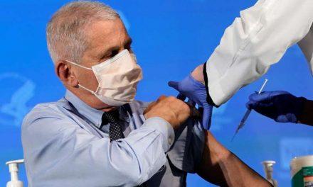 Fauci dice que se requeriría vacunar a casi 90% de población EEUU para lograr inmunidad de rebaño