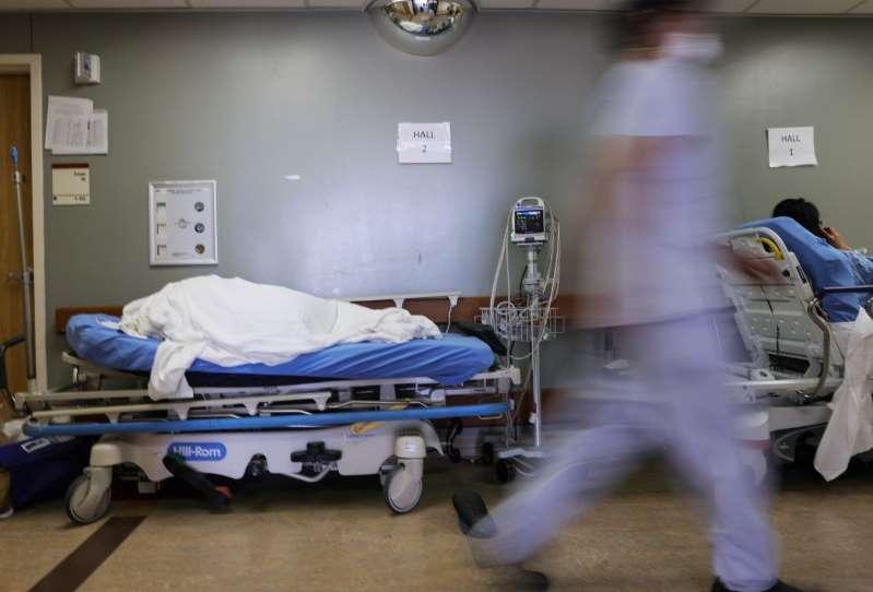 Texas rompe por casi 500 el récord de hospitalizaciones por COVID-19 que fue establecido en julio