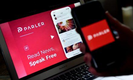 Noquean a Parler mientras el rijoso Trump busca nueva red social