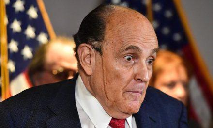 Furioso Trump ordena  que no le paguen a su amigo y abogado Rudy Giuliani