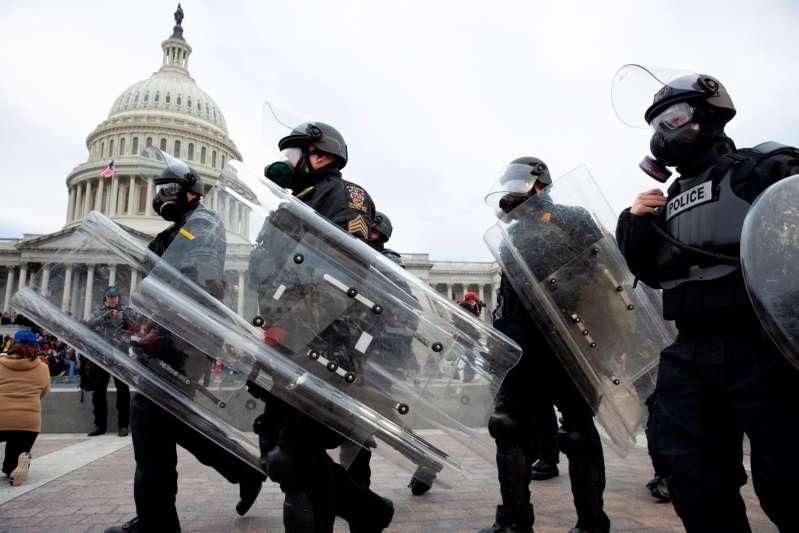 Dos policías se suicidaron después de responder al asalto al Capitolio