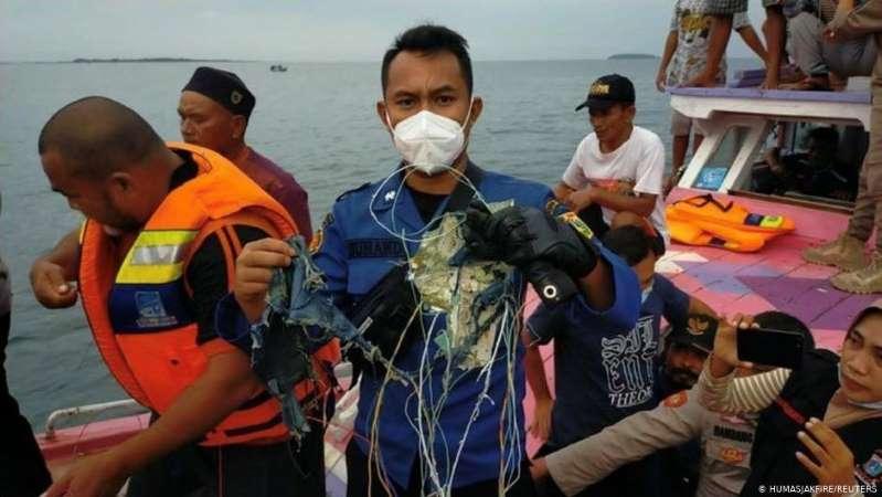 Confirman hallazgo de restos del avión indonesio de Sriwajaya Air