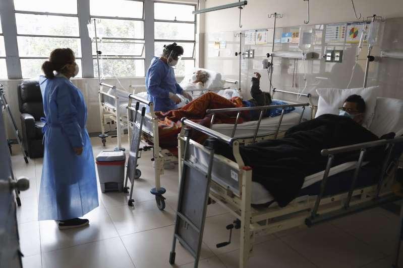 Perú supera los 2.000 casos diarios, entre los que figura un ministro