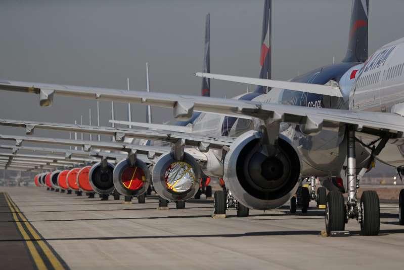 Tráfico y reservas de las aerolíneas se estancan pese a la promesa de la vacuna