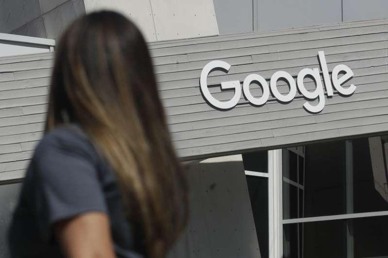 Google hace donativo para que cientos de 'soñadores' tramiten DACA