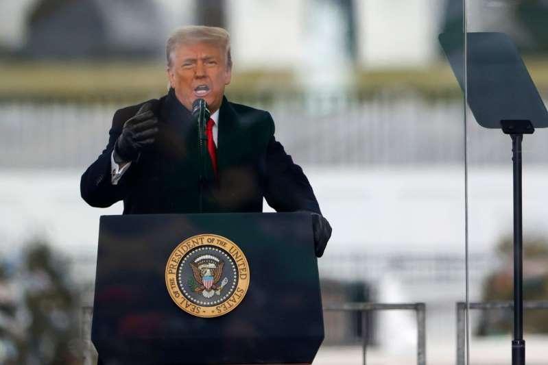 """Trump pide """"paz"""". publica un video donde pide el fin de la violencia política"""