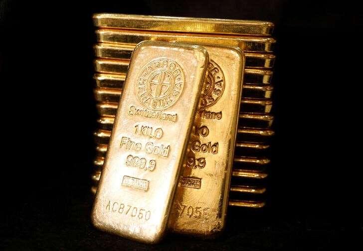 Oro vuelve a caer antes de anuncio de Biden sobre nuevos estímulos