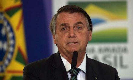 Bolsonaro ironiza sobre la intención de Macron de producir soja para Francia