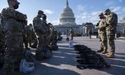 Washington, blindado por militares y policías para proteger la toma de posesión de Biden de otro asalto violento pro-Trump