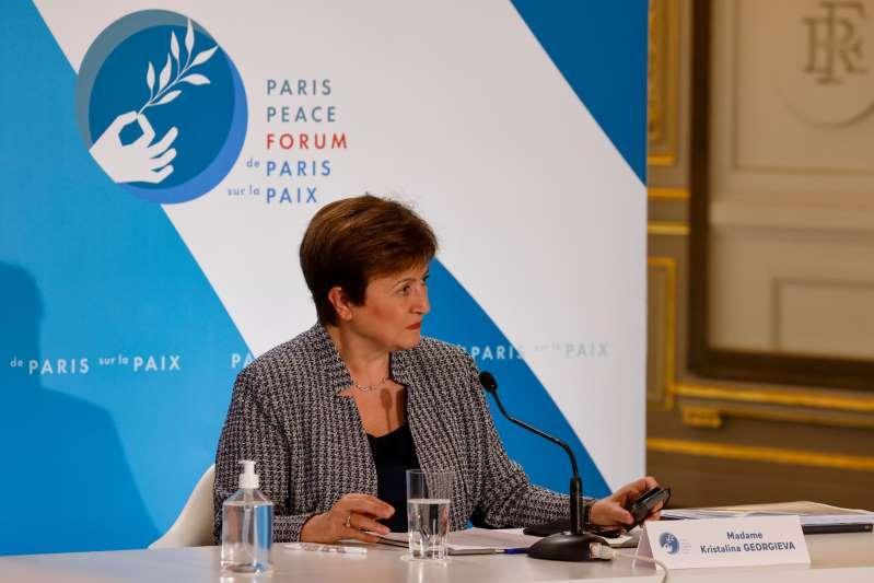 """Jefa del FMI ve un """"alto grado de incertidumbre"""" en perspectivas mundiales"""