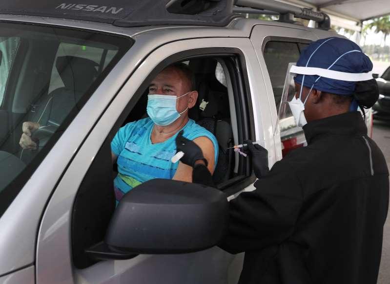 Requerirán prueba de residencia en Florida para vacunación contra COVID-19